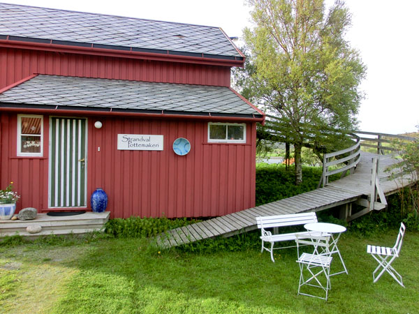 Strandval Pottemakeri har åpent for publikum hele året.