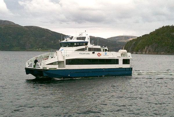 MS Foldafjord. Denne båten tar vi i flere etapper opp langs kysten. I går var det Namsos - Jøa, i dag er det Jøa - Abelvær og i morgen skal vi ta denne båten fra Rørvik til Leka.