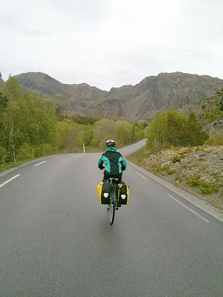 På sykkeltur rundt Leka.