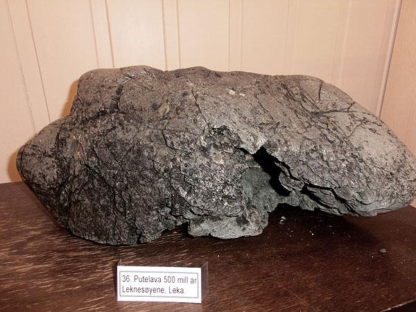 Den eldste steinen på Leka er 500 000 000 år gammel.