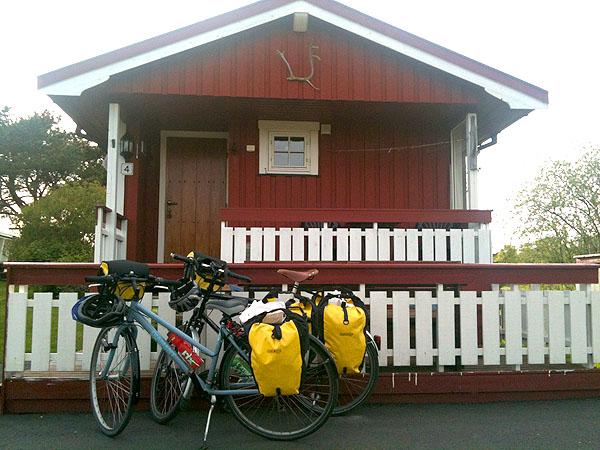 Dette er hytten vi bodde i. Her hadde vi det fint og vi fikk også tid til å se litt på Europamesterskapet i fotball.