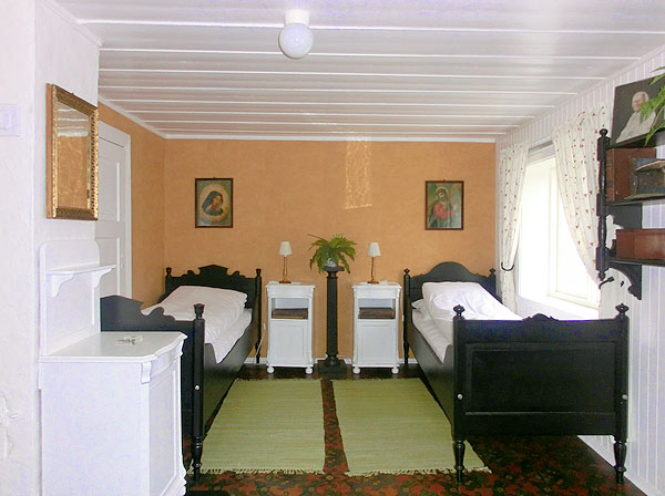 Hvis du og kona trenger litt avstand er det kanskje her i dette rommet dere bør overnatte :-)