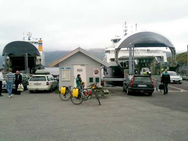 På Horn bytter vi ferge for å dra videre til Andalsvågen.