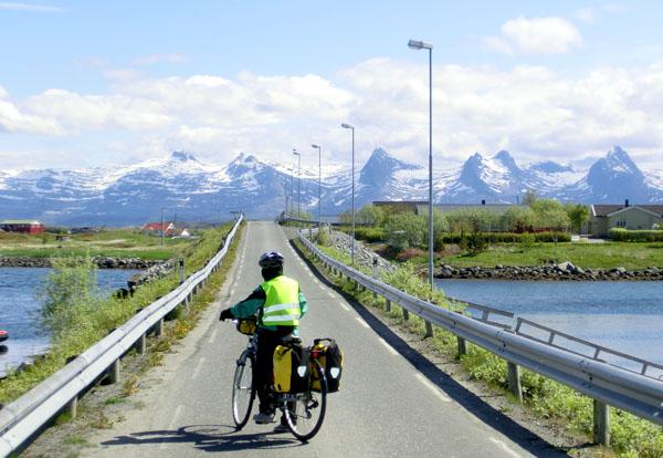 Allerede 5 meter etter at vi hadde syklet fra Seløy Kystferie var det igjen på tide å stoppe for å få tatt et bilde.