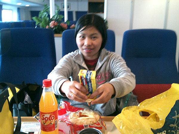 Frokosten ble spist på hurtigbåten fra Træna til Stokkvågen