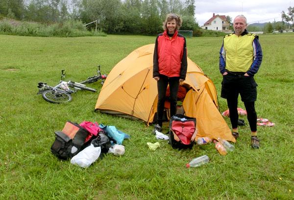 Ursula og Geri Stegmann, to sykkelturister fra Sveits.