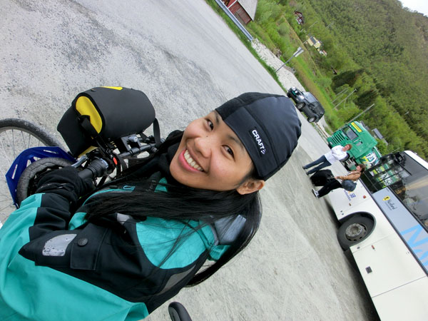 Maggie er glad for å være framme i Ørnes og har nettopp erklært at hun liker å være på sykkeltur :-)