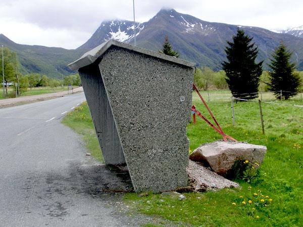 Dette busskuret på Mevik blåser ikke bort med det første.