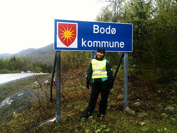 Maggie er blitt i mye bedre form etter den lange pausen på Fjordbua og er godt fornøyd med at hun nå er ferdig med turens lengste bakke, samt at vi nå sykler i Bodø kommune.