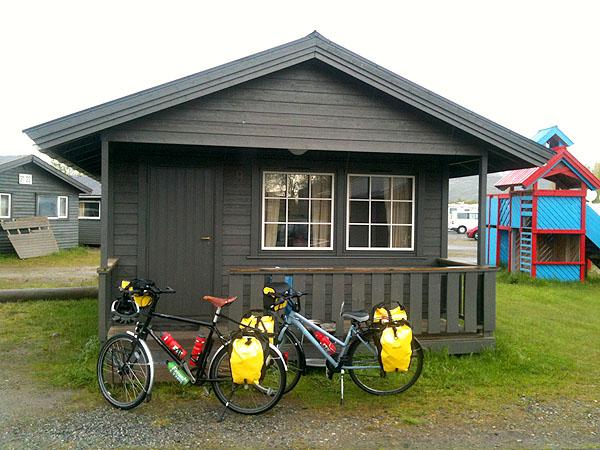 Hytte nr. 9 på Saltstraumen Camping. Vår hjem for kvelden.