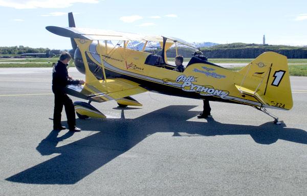 Pitts Python er et av verden råeste akrobatikkfly. Her står flyet på bakken ...