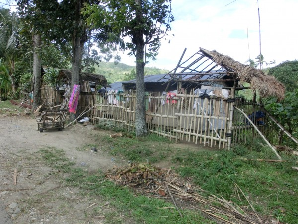 Her på landsbygden i Filippinene er det en annen standard på husene enn det vi er vant med hjemmefra.