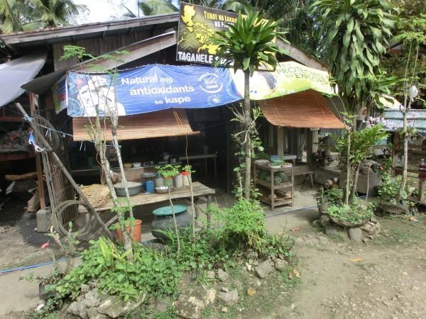 En av de mange små XX-butikkene langs veien