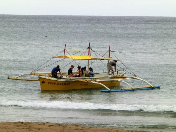 Vi tok båt fra ressorten tilbake til følgebilen og syklene
