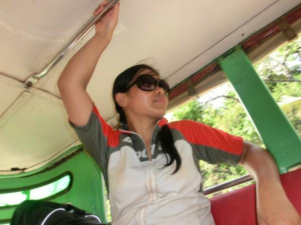 (15:05) I Jeepneyen på vei mot Dumaguete
