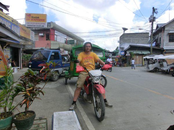 I dag valgte vi å ta turen rundt øya på en motorisert sykkel :-)