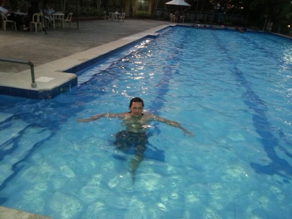 En avkjølende og avslappende svømmetur etter en lang varm dag på sykkelen