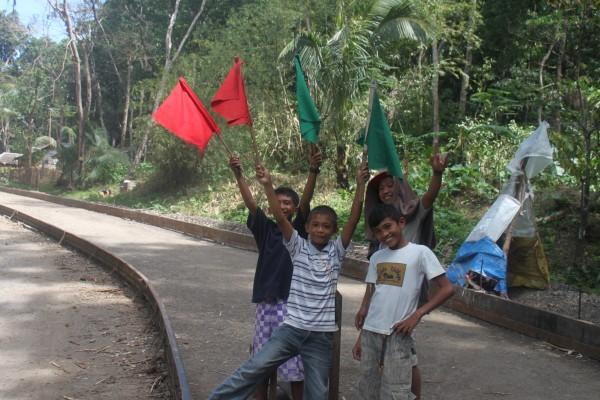 """(12:58) Et """"snappshot"""" av det Filippinske hverdagsliv vi passerer på vår sykkeltur"""