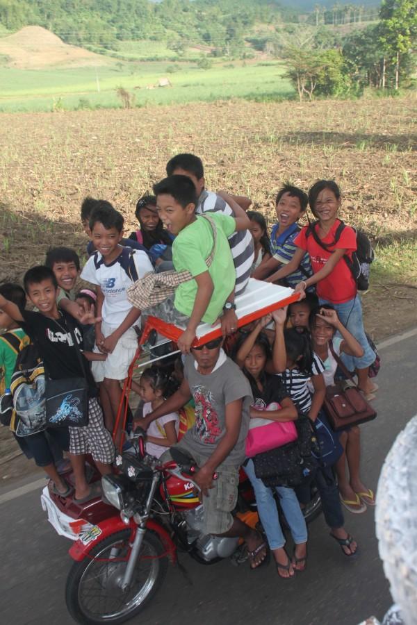 (17:00) Skoleskyss på Filippinene