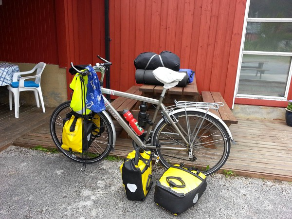 Pakker syklene og gjør klart for å dra videre