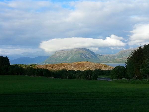 Utsikt på sykkelturen på veien tilbake fra Torghatten til campingen.