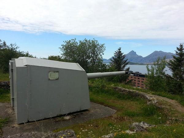 Mens vi ventet på at båten til Træna skulle gå, tok vi turen opp til Marineküstenbatterie Sandnessjøen