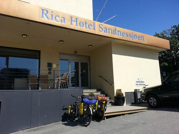 Så er det tid for å dra videre. Vi har opplevd Rica Hotel Sandessjøen som en meget sykkelvennlig bedrift. Tommel opp.