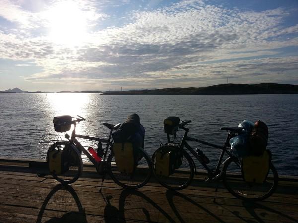 Dagen startet tidlig. Allerede klokken 0600 var vi på plass på kaia for å ta båten inn til XXX.