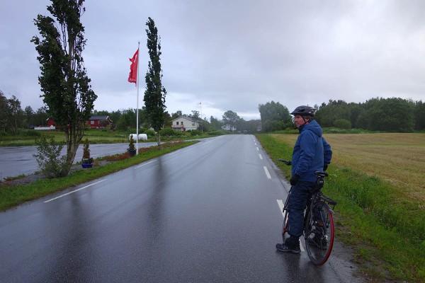 Mye vind og mye regn på sykkelturen rundt Leka