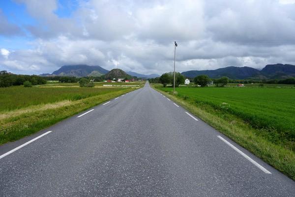 Fint og flatt å sykle her. Lite biltrafikk også
