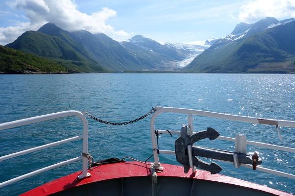 På vei over fjorden.