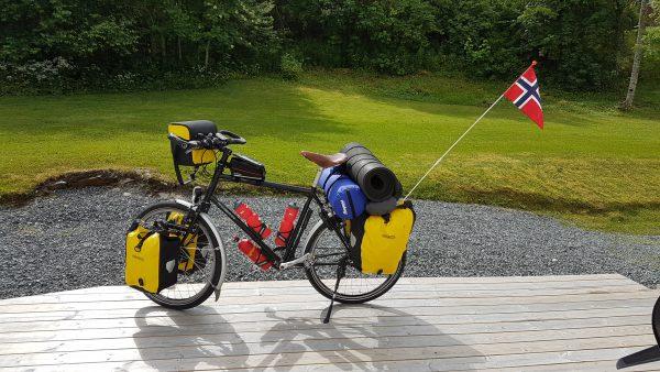 Sykkelen er klar for tur men alt for tung.
