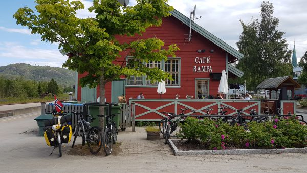 Stoppet på Cafe Rampa for å spise litt