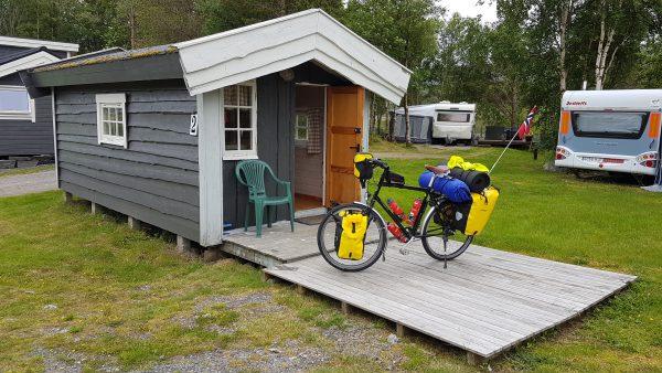 En hyggelig liten hytte. Her blir det greit å være til i morgen.