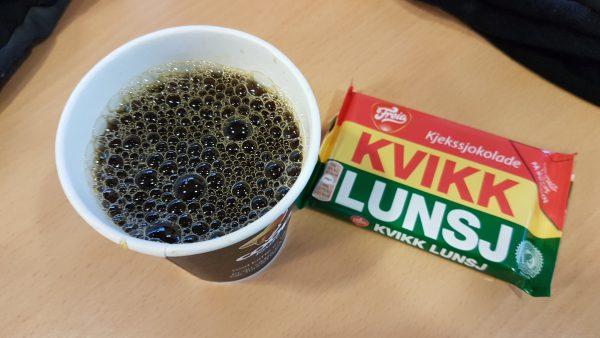 Kaffen her var gratis men sjokoladen betalte jeg for. Turens første Kvikk Lunsj.