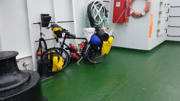 (15:32) Her står sykkelen godt. Nå er det bare 10-15 km sykling igjen til Kristiansund