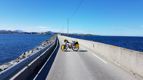 På vei over fra Finnøy til Harøy.