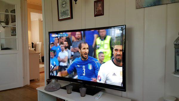 ... og Italia - Tyskland på TVen.