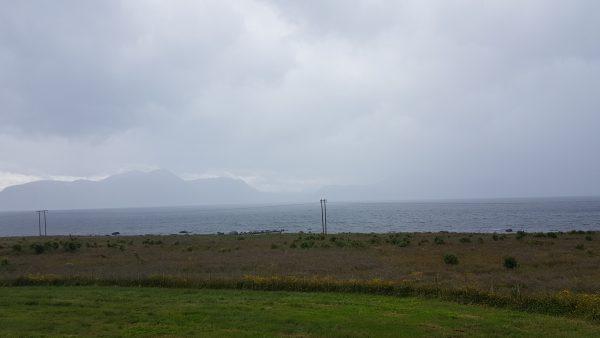 Det kommer regn inn fra havet - mye regn.