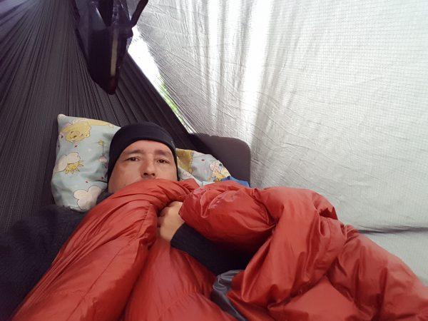 (08:30) Ligger og slapper av i hengekøyen og venter på at tåken skal lette.