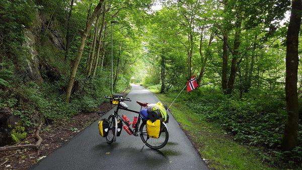 (11:10) På vei ut av Bergen på hyggelige sykkelstier.