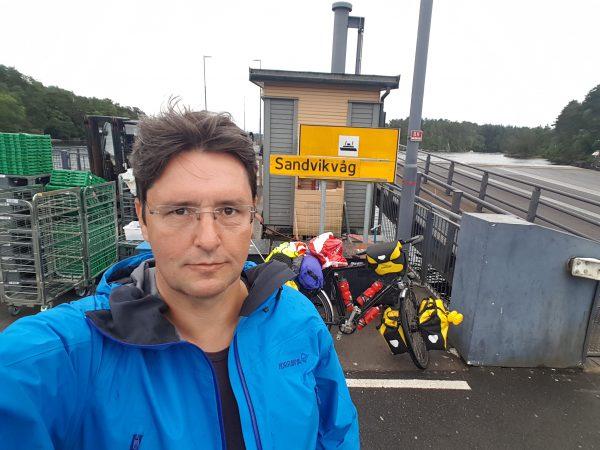 (15:15) Fremme ved fergeleiet - 42 km sykling fra Bergen.