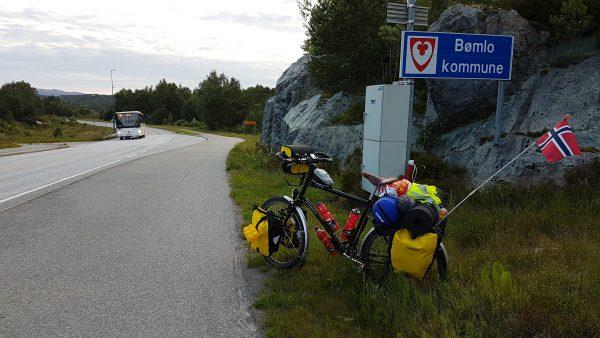 (20:50) Framme i Bømlo Kommune.