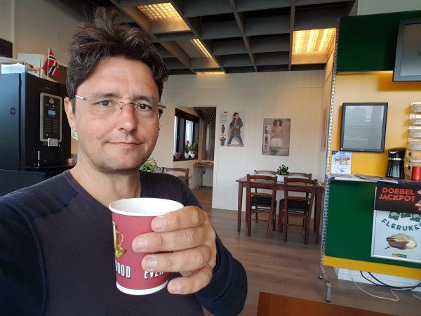 (11:05) Sliten syklist tar kaffepause :-)