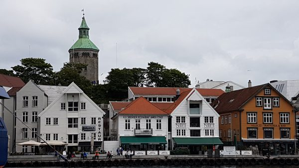 Over havnen ligger Valbergtårnet - https://no.m.wikipedia.org/wiki/Valbergtårnet