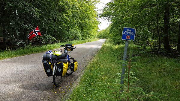 (13:25) Endelig inne på Sykkelrute 1 som jeg skal følge nord til Skagen.