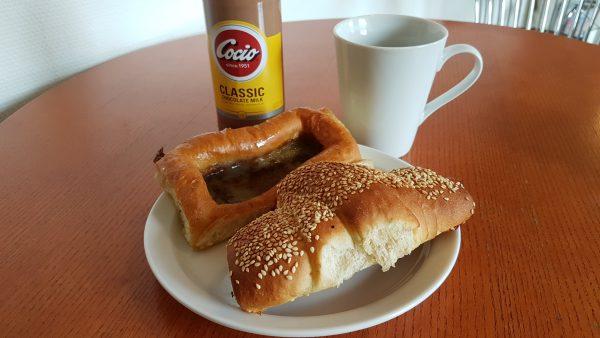 (10:00) En enkel frokost på Mejdahls Bageri i Hals.