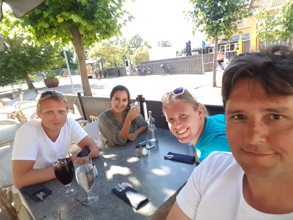 Hygge i Fredriksverk. Ute og spiser med Brian, Nikolaj og Iben.