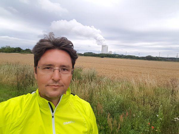 (15:22) Her sykler jeg mine første km på tysk jord. Jeg er i det gamle Øst-Tyskland. Er det bak meg det jeg tror det er?