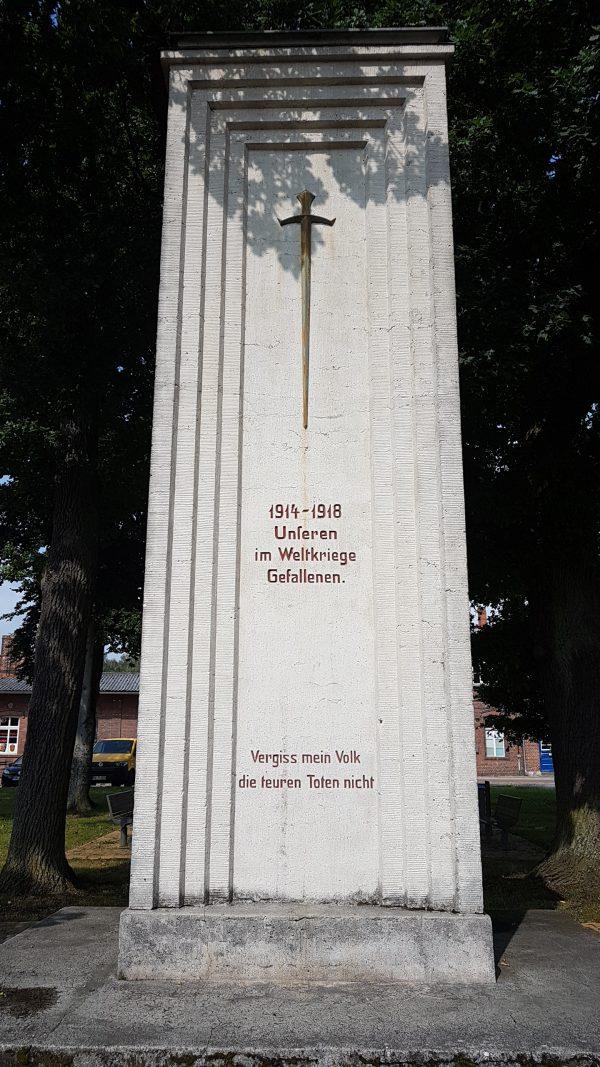 (11:00) Minnesmerke for første verdenskrig.